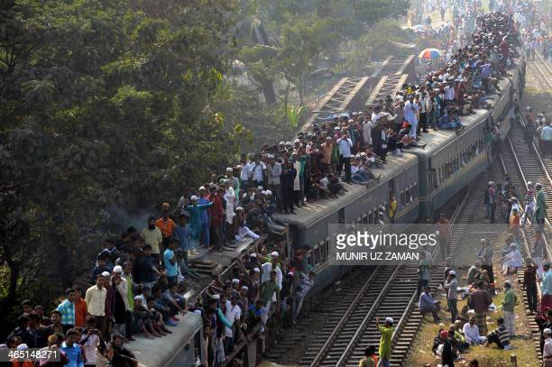 Bangladeshi Muslims arrive on an overcrowded train to attend the Biswa Ijtema or World Muslim Congregation at Tongi about 30 kms north of Dhaka on...