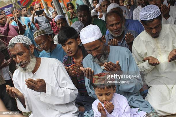 Bangladeshi people pray for the solved enclaves conflict at Dashiachora in Kurigram enclaves Bangladesh on July 31 2015 Bangladesh and India are...
