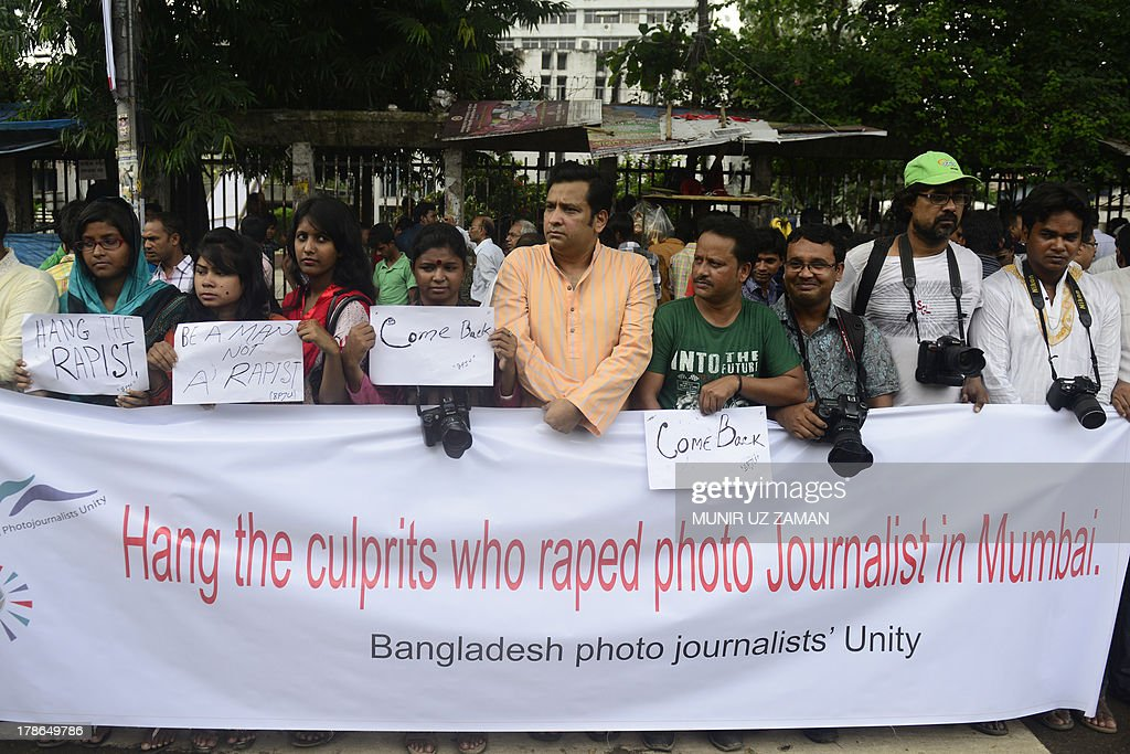 Bangladeshi photojournalists and social activists form a human chain in Dhaka on August 30, 2013, as they protest the recent gang-rape of a female colleague in Mumbai, India. The gang-rape reignited anger about women's safety in India following a similar attack last year. AFP PHOTO/Munir uz ZAMAN
