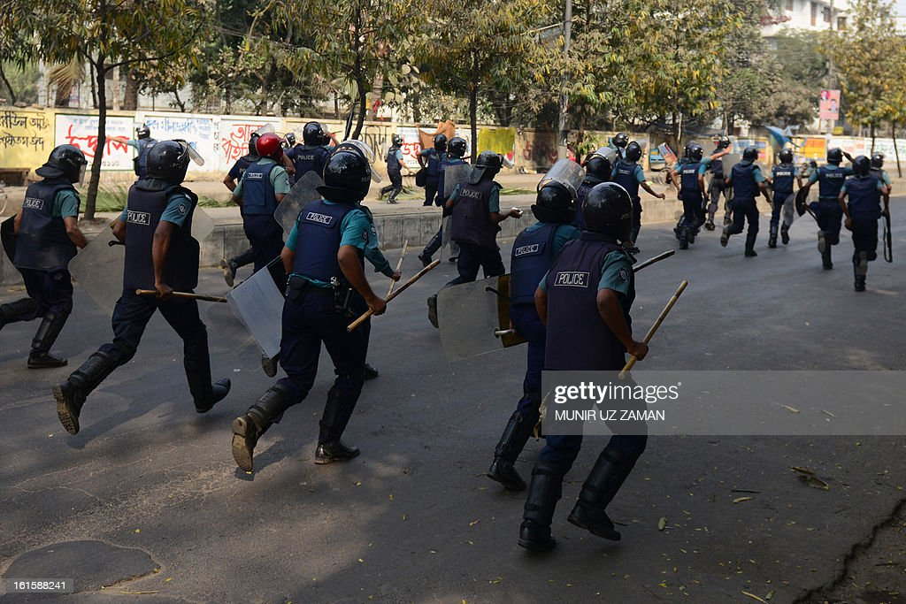 Bangladeshi police charge Jamaat-e-Islami activists during a clash at a protest in Dhaka on February 12, 2013. The protesters hurled home-made bombs and attacked vehicles with bricks as police fought back with rubber bullets and tear gas in Dhaka's busy Karwan Bazaar and Motijheel commercial districts, police and witnesses said. AFP PHOTO/ Munir uz ZAMAN
