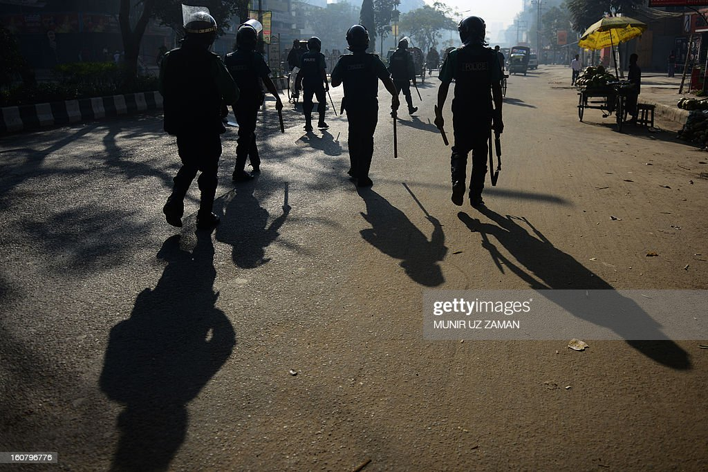 Bangladeshi police charge suspected Bangladesh Jamaat-e-Islami activists during a nationwide strike in Dhaka on February 6, 2013. Police fired rubber bullets Wednesday at hundreds of activists from Bangladesh's largest Islamic party during a second day of rioting sparked by the conviction of a top opposition figure for war crimes. AFP PHOTO/ Munir uz ZAMAN