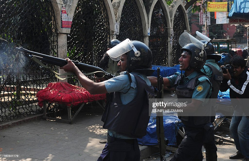 Bangladeshi police fire rubber bullets at Islamist activists during a clash in Dhaka on February 22, 2013. Clashes between Bangladesh Islamists and police killed one person and injured around 100 as protests over bloggers' alleged blasphemy of the Prophet Mohammed turned violent across the country. Parts of central Dhaka turned into a battlefield as protesters attacked police with bricks and sticks in front of the national mosque. AFP PHOTO/ Munir uz ZAMAN