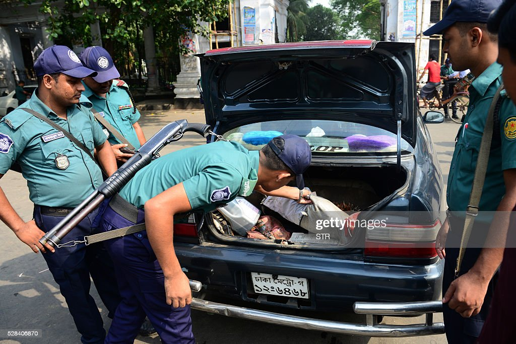 Bangladeshi police officials search a car following a reprieve petition of Jamaat-e-Islami leader Motiur Rahman Nizami's death sentence by The Supreme Court in Dhaka on May 5, 2016. Bangladesh's Supreme Court has upheld the death sentence of top Islamist party leader Motiur Rahman Nizami for war crimes, paving the way for his execution within days.Nizami, head of Bangladesh's biggest Islamist party Jamaat-e-Islami, was convicted of murder, rape and orchestrating the killing of intellectuals during the country's 1971 independence struggle. / AFP / STR