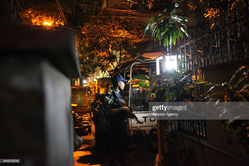Bangladeshi police stand guard outside the Holey Artisan Bakery cafe, currently under a hostage siege by armed gunmen in Dhaka, Bangladesh on July 02, 2016. Multiple foreigners are being held hostage by eight or nine gunmen at O'kitchen restaurant, in the same building as the the Holey Artisan Bakery cafe - a location popular with expatriates and diplomats. A gun battle between the attackers and police wounded three people, including two officers. Police and security forces have sealed off the area in the city's Gulshan district and are trying to negotiate a hostage release.