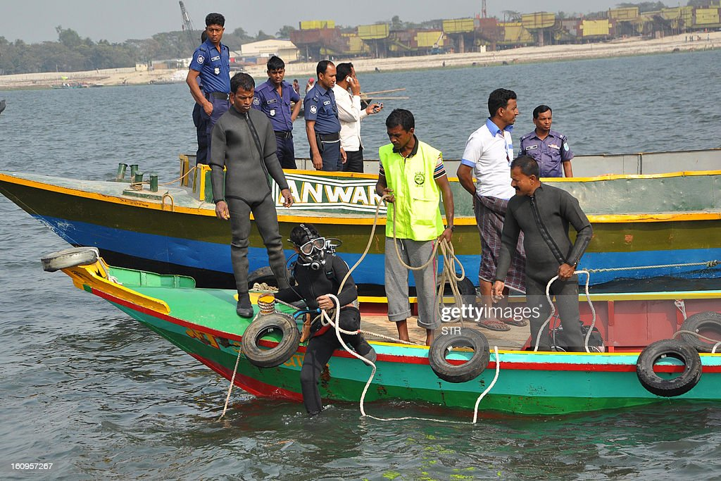 A Bangladeshi scuba driver takes part in rescue operations after a ferry accident in Munshiganj on February 8, 2013. Scores of people were missing after a ferry carrying around 100 passengers sank following a collision on a river in Bangladesh Friday, the latest in a series of disasters blamed on lax safety standards. AFP PHOTO