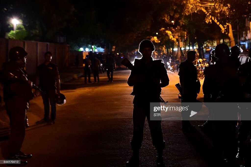 Bangladeshi security personnel stand guard after gunmen stormed the Holey Artisan Bakery restaurant in Dhaka's high-security diplomatic district early on July 2, 2016. Gunmen stormed a crowded restaurant popular with foreigners in the Bangladeshi capital on July 1 night, apparently taking diners hostage and sparking a firefight with police in which at least two officers were killed, police and witnesses said. / AFP / STR