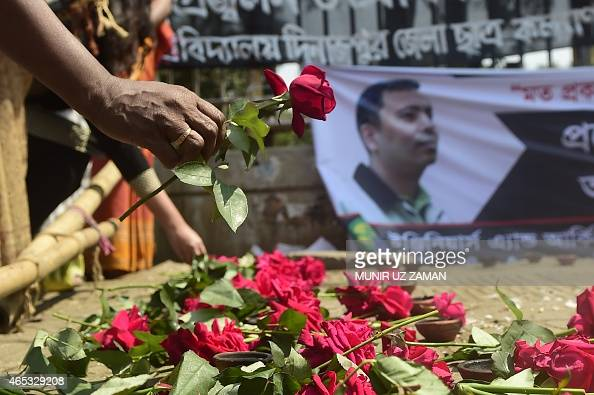 A Bangladeshi social activist pays his last respects to slain US blogger of Bangladeshi origin and founder of the MuktoMona blog site Avijit Roy in...