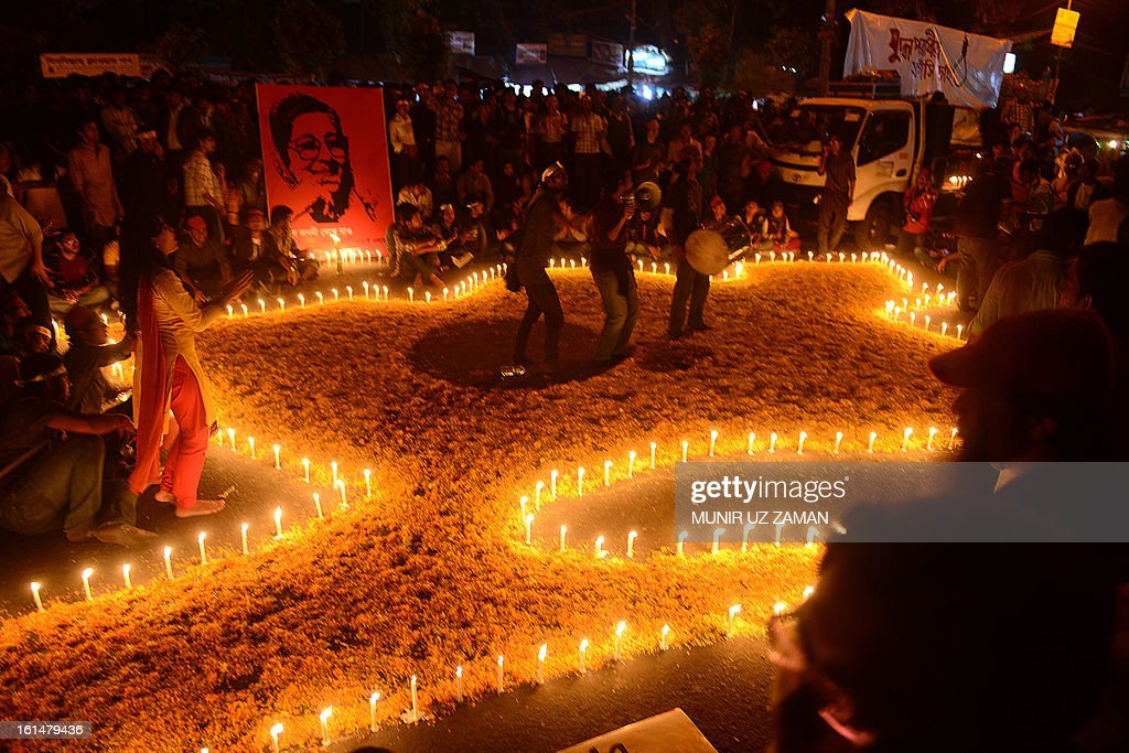 Bangladeshi social activists draw a map of Bangladesh as they participate in a rally demanding the death sentence for the country's war criminals in Dhaka on February 11, 2013. The demonstrators under the banner of 'Bloggers and Online Activist Network' started the protest on February 5, hours after Jamaat assistant secretary general Abdul Quader Mollah was given life imprisonment in a war crimes case. Bangladesh's cabinet approved on February 11, 2013 changes to war crime laws to ensure opposition leaders on trial for alleged atrocities during the nation's 1971 independence war can be swiftly executed if convicted. AFP PHOTO/Munir uz ZAMAN