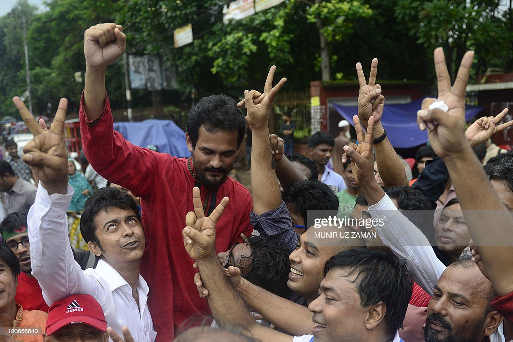 Bangladeshi social activists shout slogans in Dhaka on September 17, 2013, after a verdict was delivered against Abdul Quader Molla, the fourth-highest leader of the Jamaat-e-Islami party. Bangladesh's top court sentenced to death a senior Islamist opposition official for murder during the 1971 liberation war against Pakistan. Abdul Quader Molla is the first politician to be found guilty by the country's Supreme Court after it rejected an appeal to acquit him of all charges. AFP PHOTO/Munir uz ZAMAN