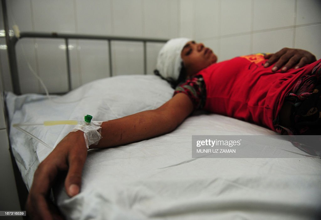 A Bangladeshi victim is treated in a hospital after a building collapse in Savar, on the outskirts of Dhaka, on April 24, 2013. An eight-storey building containing several garment factories collapsed in Bangladesh, killing at least 82 people and further highlighting safety problems in the clothing industry. Armed with concrete cutters and cranes, hundreds of fire service and army rescue workers struggled to find survivors in the mountain of concrete and mangled steel, which resembled the aftermath of an earthquake. AFP PHOTO/ Munir uz ZAMAN