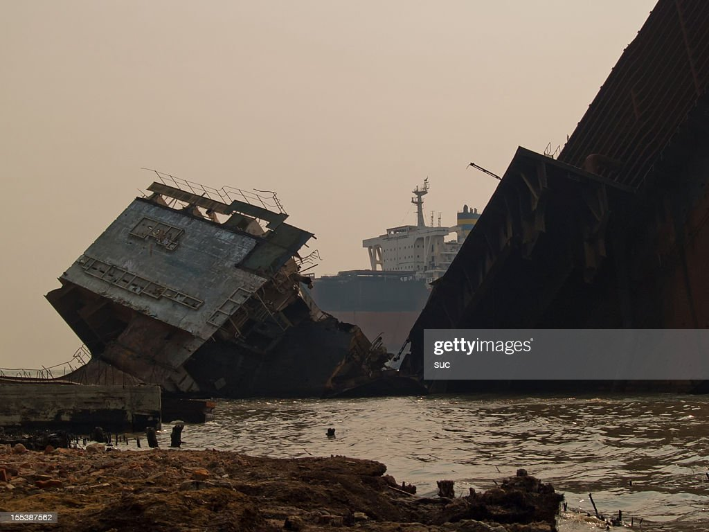 Bangladeshi workers risk lives in shipbreaking yards
