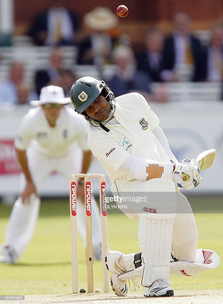 Bangladesh's Junaid Siddiqueon (R) avoids a bouncer from England's Tim Bresnan on the second day of the first Test match against England at Lord's Cricket Ground in London, on May 28, 2010.