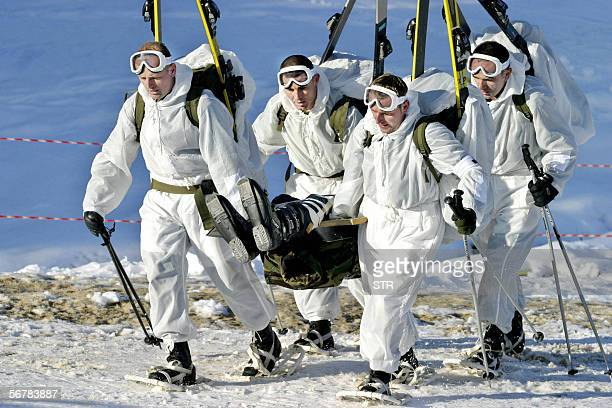 TO GO WITH AFP STORY A group of Bosnian Army soldiers of Serb Croat and Muslim origin train after spending two weeks in remote mountainous terrain of...