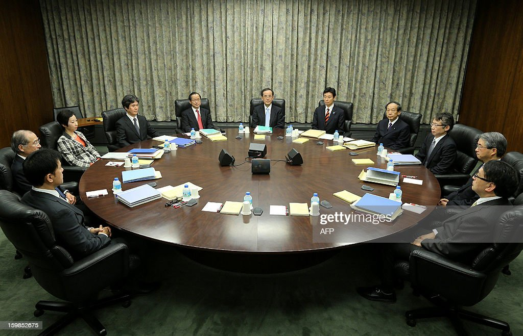 Bank of Japan (BOJ) Governor Masaaki Shirakawa (C) and board members attend a policy meeting in Tokyo on January 22, 2013. The BOJ wrapped up a two-day policy meeting with the under-pressure central bank widely expected to usher in fresh easing measures aimed at boosting the nation's limp economy. AFP PHOTO / JAPAN POOL via JIJI