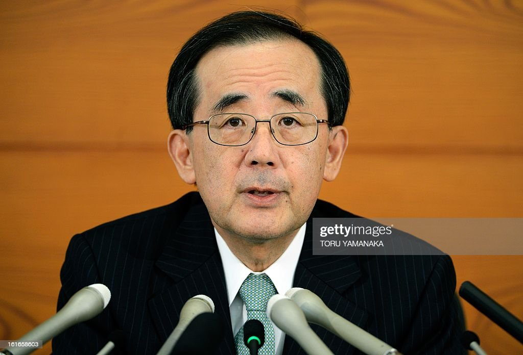 Bank of Japan Governor Masaaki Shirakawa answers questions during a press conference at the headquarters in Tokyo on February 14, 2013. The Japanese central bank on February 14 held off pulling the trigger on fresh policy action, after it announced an indefinite easing programme last month, while serving up a slightly rosier view of the economy. AFP PHOTO/Toru YAMANAKA