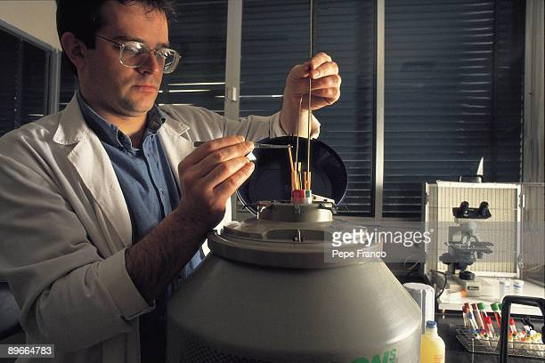 Bank of sperm Doctor carries out some tests in the bank of sperm of the 2200 Clinic in Madrid