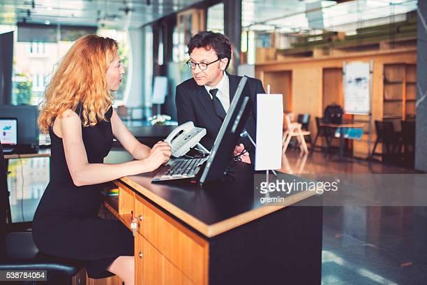銀行の受付顧客サポート、実業家