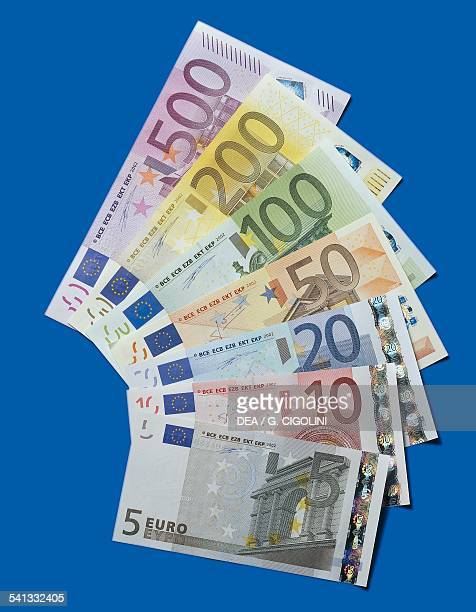 Banknotes of 5 20 100 500 euro reverse Europe 21st century