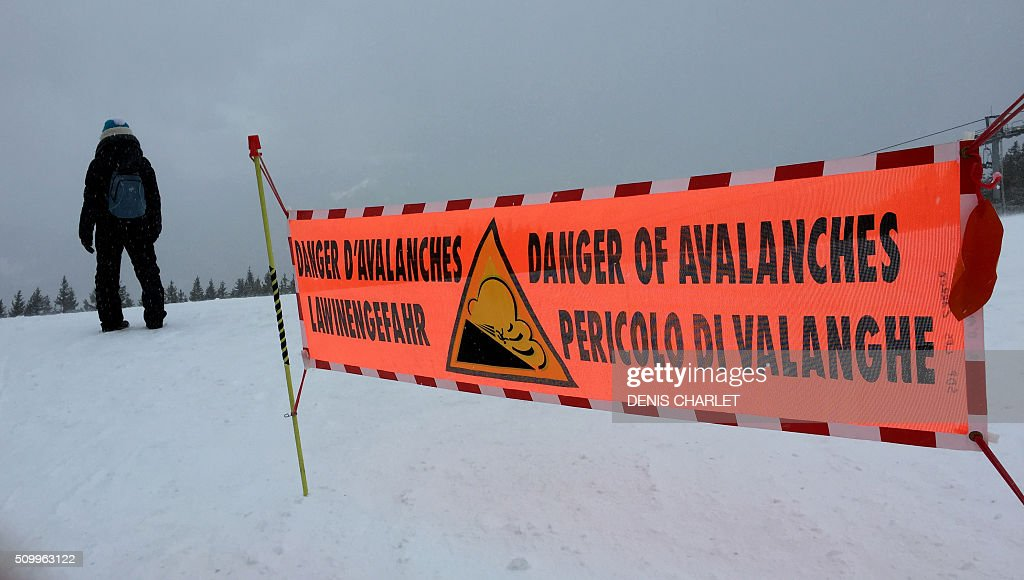 A banner indicating a high risk of avalanche is placed on February 13, 2016 at the top of the slopes in the Haute Savoie resort of Les Carroz d'Araches. The avalanche forecast center of Grenoble has asked holidaymakers to be vigilance against a 'high risk' accidental triggering of an avalanche. / AFP / DENIS CHARLET