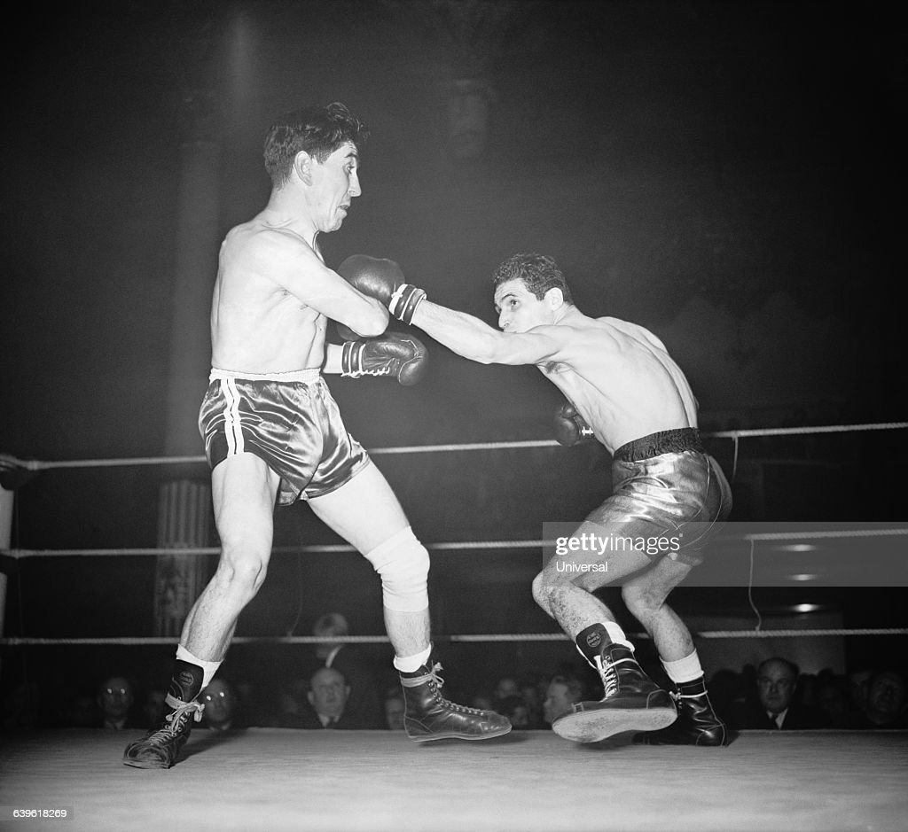 Bantamweight match between French boxers Maurice Sandeyron and Robert Cohen
