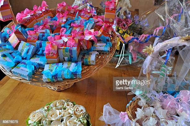 Baptism's sugared almond baskets on table