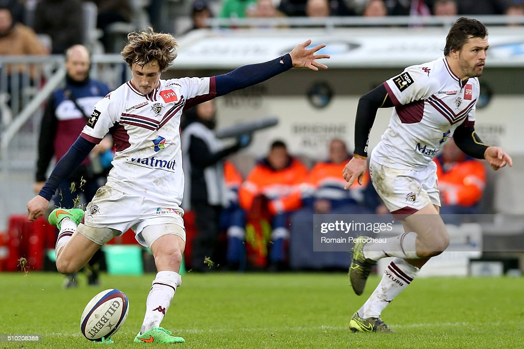 Baptiste Serin of Union Bordeaux Begles takes a penalty kick during the Top 14 rugby match between Union Bordeaux Begles and RC Toulon at Stade Matmut Atlantique on February 14, 2016 in Bordeaux, France.