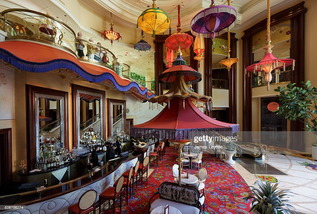 bar inside the wynn las vegas and encore resort and casino. Black Bedroom Furniture Sets. Home Design Ideas