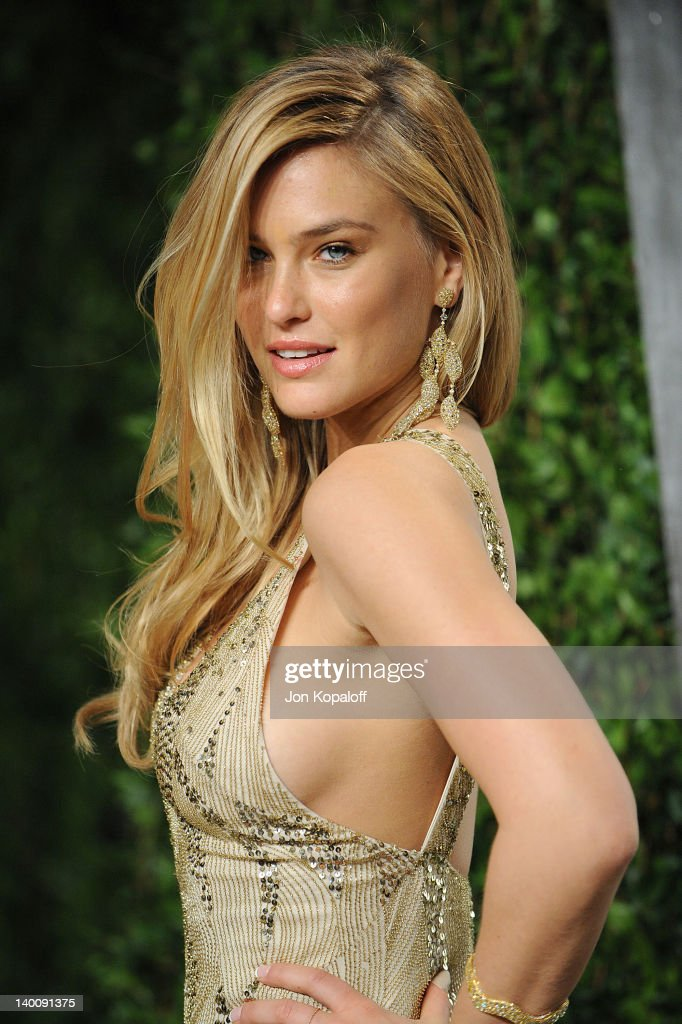 Bar Refaeli attends the 2012 Vanity Fair Oscar Party at Sunset Tower on February 26, 2012 in West Hollywood, California.