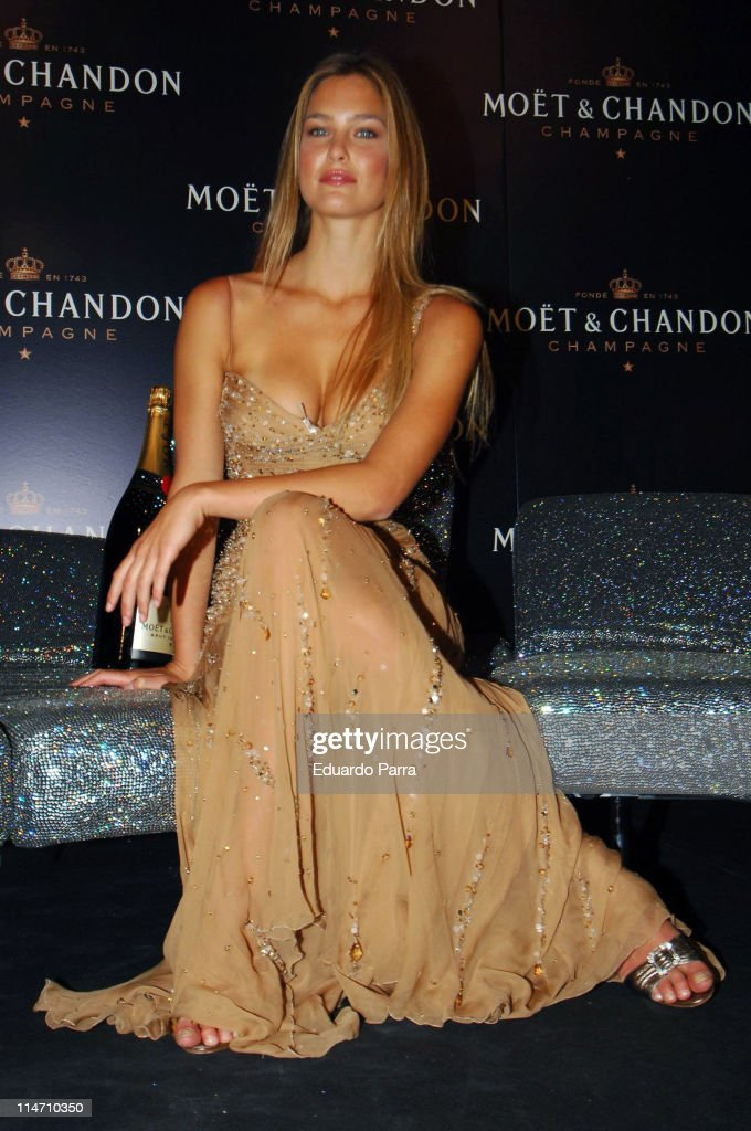 Bar Refaeli Launches the New Modt & Chandon ?Star of the Night? Bottle -