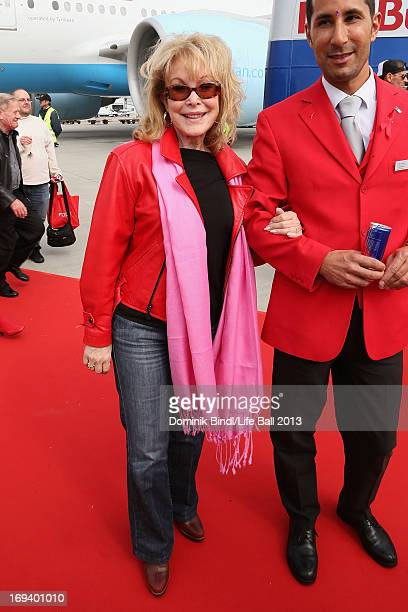 Barbara Eden arrives with the Life Ball Plane from NY to Vienna on May 24 2013 in Vienna Austria The 21th Life Ball an annual charity ball raising...
