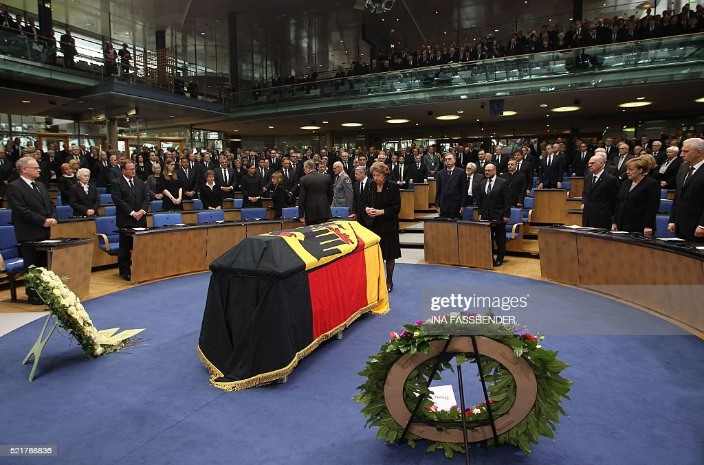 Barbara Genscher widow of former German Foreign Minister HansDietrich Genscher stands behind the coffin of former German Foreign Minister...