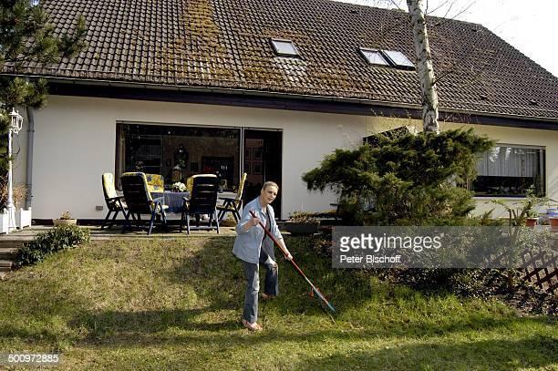 laub harken stock photos and pictures | getty images, Garten und bauen