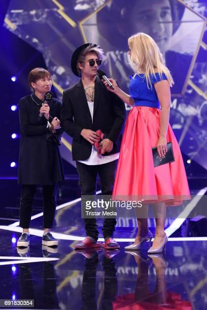 Barbara Schoeneberger Julien Bam and his mother during the Deutscher Webvideopreis 2017 at ISS Dome on June 1 2017 in Duesseldorf Germany