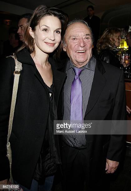 Barbara Schultz and JeanMarc Thibault attend the Paris premiere of 'Un homme et son chien' on January 8 2009 in Paris France