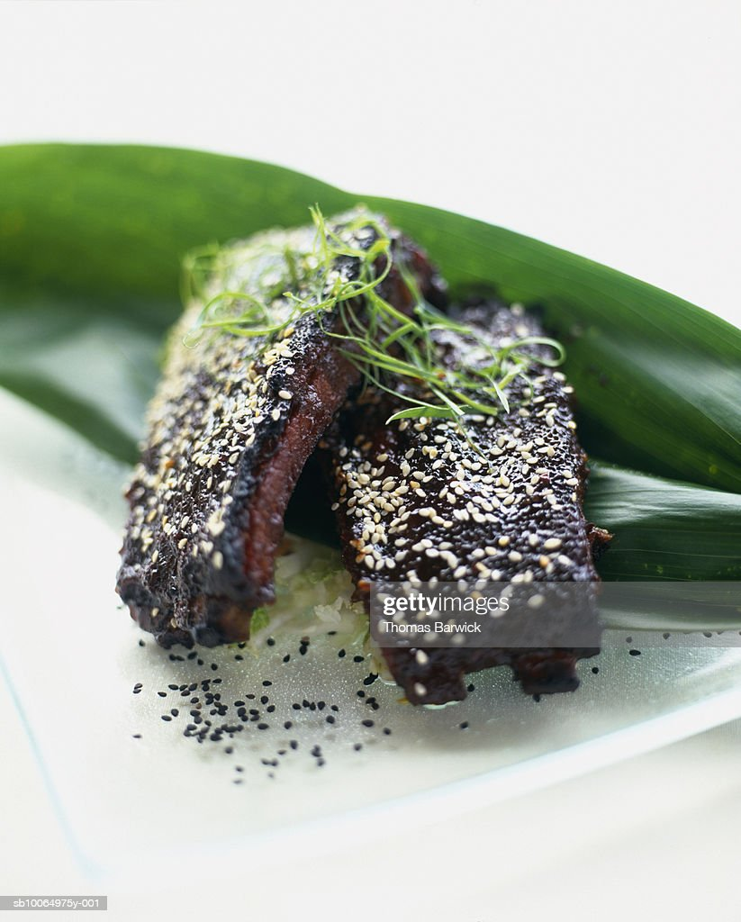 Barbeque ribs with hoisin sauce and toasted sesame seeds, close-up : Stock Photo