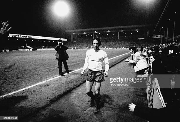 Barcelona captain Johan Cruyff leaves the field to a standing ovation in the 82nd minute of the UEFA Cup quarterfinal 1st leg against Aston Villa at...