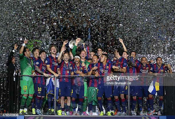 Barcelona celebrate with the trophy following the UEFA Champions League Final match between Juventus and FC Barcelona at the Olympiastadion on June 6...