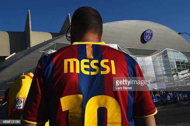 Barcelona fan wears a Lionel Messi replica shirt prior to the UEFA Champions League Quarter Final First Leg match between Paris SaintGermain and FC...