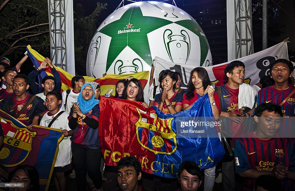 Barcelona fans show their enthusiasm during the trophy unveiling as part of the UEFA Champions League Trophy Tour 2013 presented by Heineken at Gandaria City Shopping Mall on April 10, 2013 in Jakarta, Indonesia.