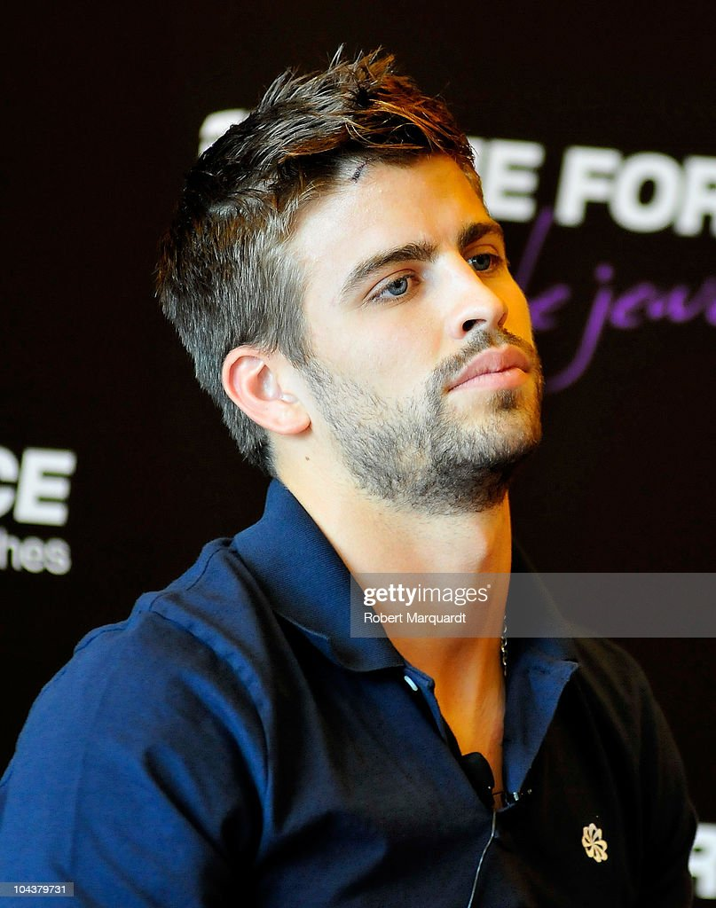 s et images de Football Player Gerard Pique is New Image for