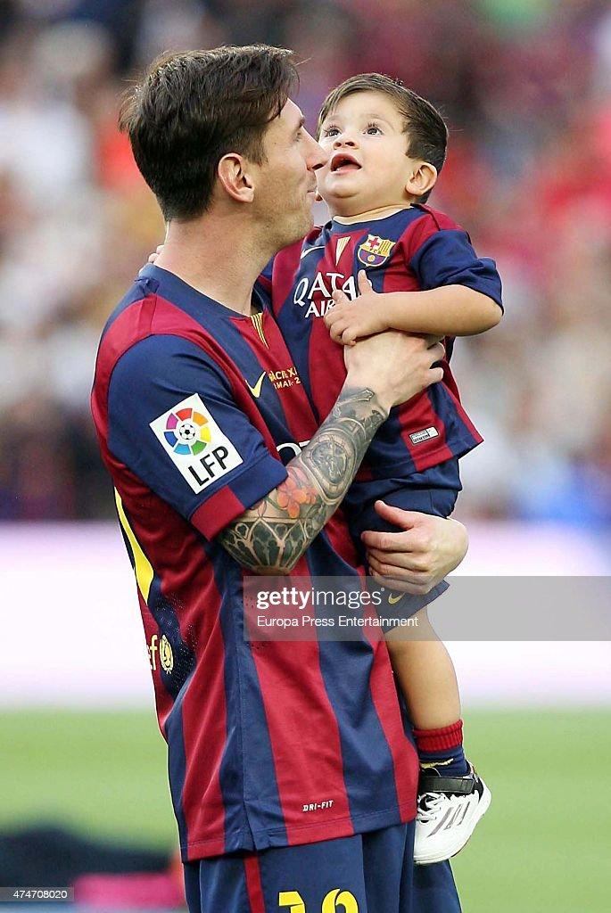 Barcelona Football Players Celebrate Winning The Spanish ...