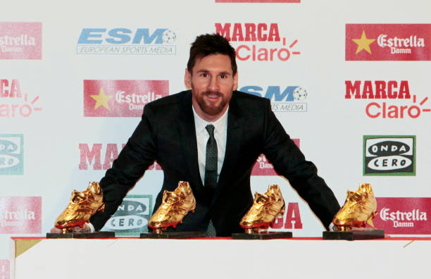 BALLON D'OR ET RECOMPENSES DU FOOT - Page 9 Barcelona-football-player-lionel-messi-receives-the-golden-boot-award-picture-id878486148?k=6&m=878486148&s=612x612&w=0&h=4fSo_PvjA4otJ3v8NwhiFww1kl59yrjAl8vApIJWJ3E=