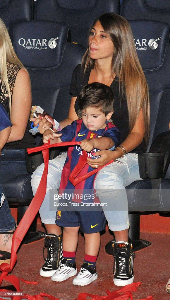 Lionel Messi girlfriend Antonella Rocuzzo and son Thiago Messi ...