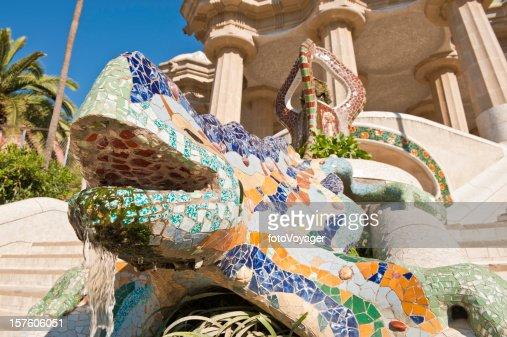Salle hypostyle du parc guell photos et images de for Barcelona jardin gaudi