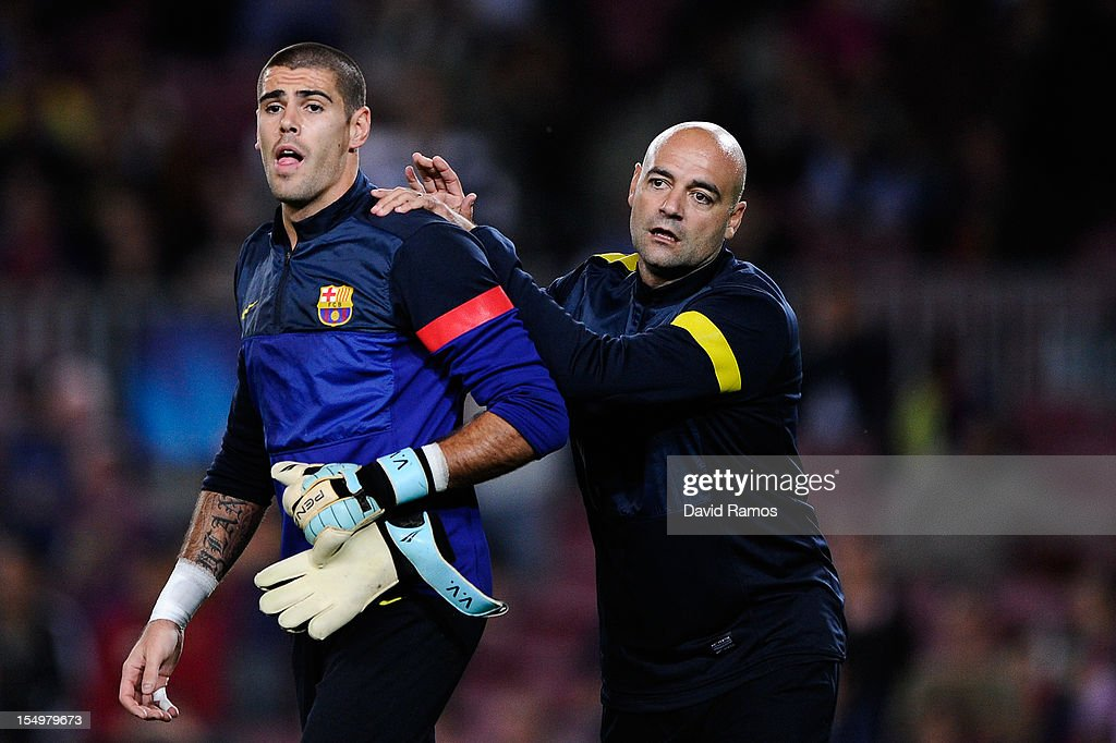 FC Barcelona goalkeepers coach Jose Ramon de la Fuente (R) and <a gi-track='captionPersonalityLinkClicked' href=/galleries/search?phrase=Victor+Valdes&family=editorial&specificpeople=552392 ng-click='$event.stopPropagation()'>Victor Valdes</a> of FC Barcelona look on during the warm up prior to the UEFA Champions League Group G match between FC Barcelona and Celtic FC at the Camp Nou Stadium on October 23, 2012 in Barcelona, Spain. FC Barcelona won 2-1.