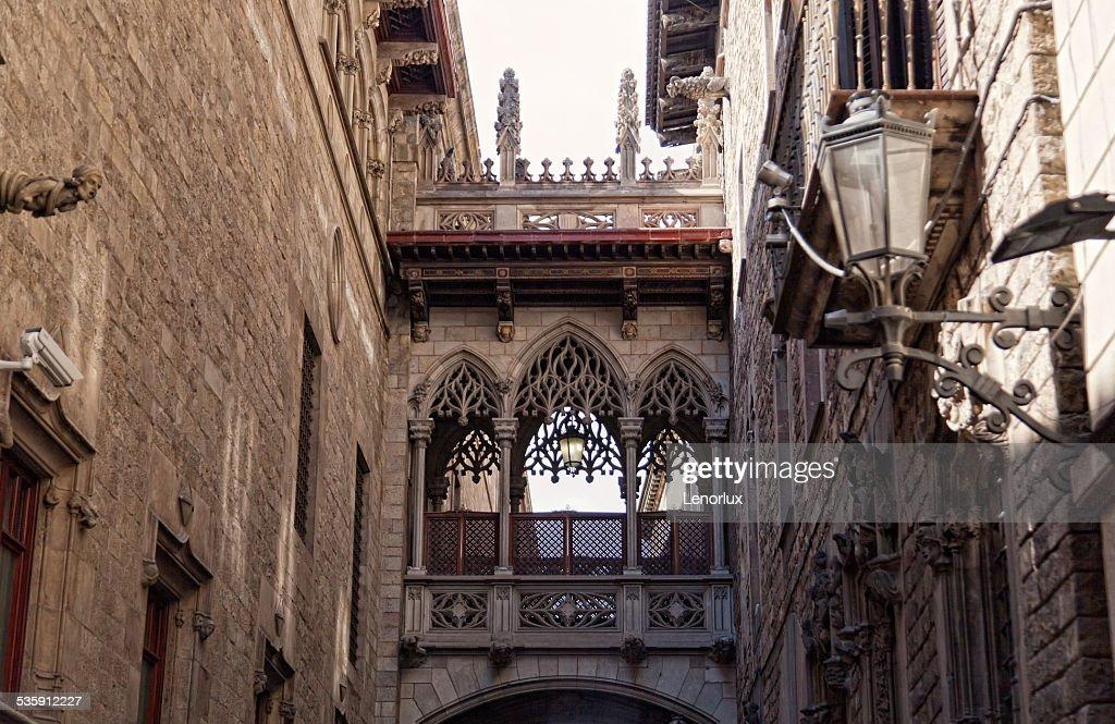 Barcelona Gothic quarter, Carrer del Bisbe : Stock Photo