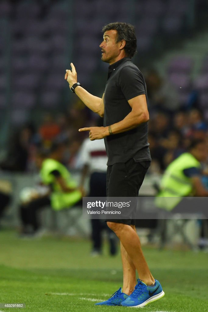FC Barcelona head coach Luis Enrique issues instructions during the pre-season friendly match between FC Barcelona and SSC Napoli on August 6, 2014 in Geneva, Switzerland.