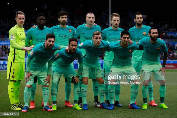 Barcelona line up prior to start the La Liga match between Deportivo Alaves and FC Barcelona at Estadio de Mendizorroza on February 11 2017 in...