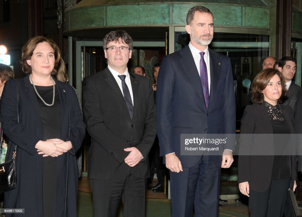 Barcelona mayor Ada Colau, President of Catalunya Carles Puigdemont, King Felipe of Spain and Deputy Prime Minister Soray Saenz de Santmaria attend the official dinner of the Mobile World Congress 2017 at Palau de la Musica on February 26, 2017 in Barcelona, Spain.