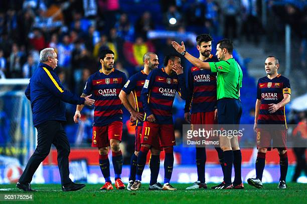Barcelona players argue with the referee Jose Luis Gonzalez Gonzalez at the end of the La Liga match between RCD Espanyol and FC Barcelona at...